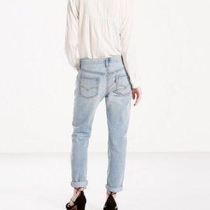 EUC Levi's Boyfriend Jeans